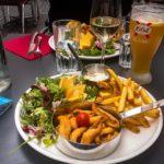 Filets de perche im Demi Lune Café in Genf