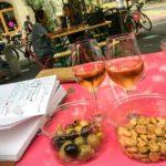 Weinverkostung mit Mandeln und Oliven auf dem Markt von Carouge (Marché de Carouge)