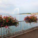Die Wasserfontäne Jet d'eau von der Seepromenade aus gesehen