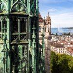 Aussicht auf den Genfersee vom Turm der Kathedrale St. Peter aus gesehen