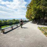 Längste Holzbank der Welt auf der Promenade de la Treille in Genf