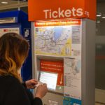 Am Flughafen gibt es kostenlose Tickets für die Fahrt in die Stadt Genf