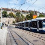 Die Genfer Straßenbahn in der historischen Altstadt