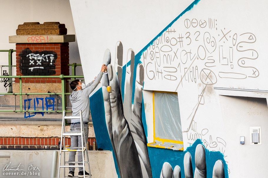 Christoph Lettner vom Künstlerduo Twooo arbeitet am Zaha-Hadid-Haus in Wien