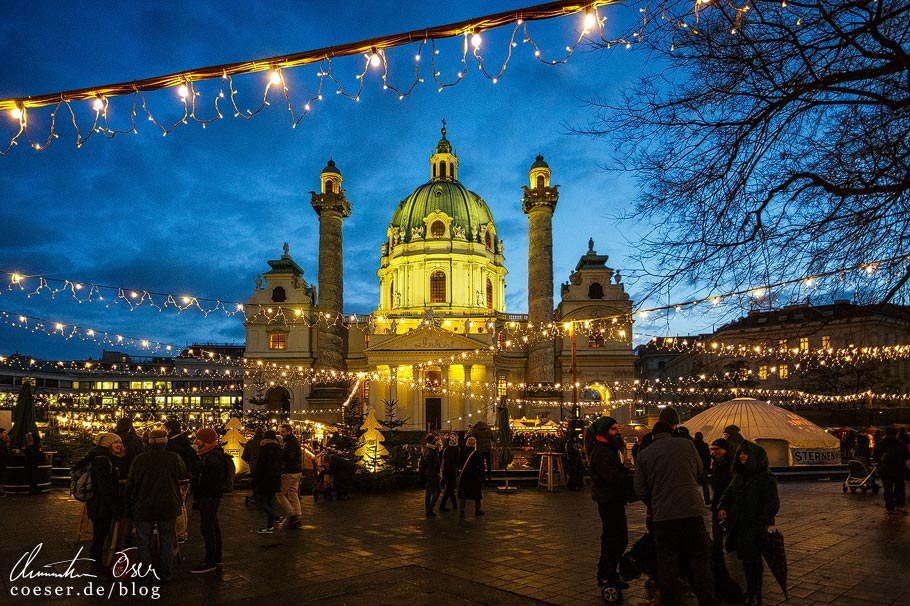 Adventmarkt vor der Karlskirche in Wien