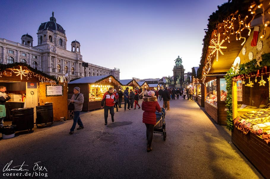 Weihnachtsdorf am Maria-Theresien-Platz