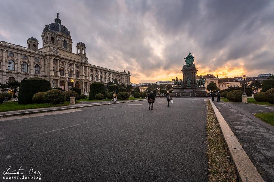 Weihnachtsdorf am Maria-Theresien-Platz in Wien während der Coronaviruskrise