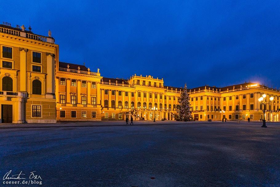 Weihnachtsmarkt Schloss Schönbrunn in Wien während der Coronaviruskrise