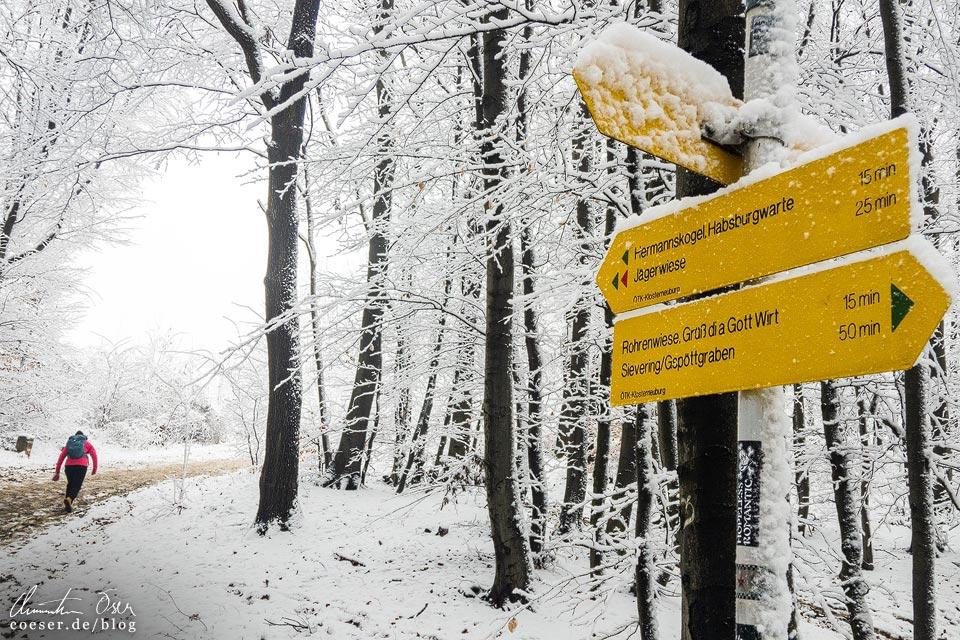 Stadtwanderweg 2 in Wien: Wegweiser zum Hermannskogel und Habsburgwarte
