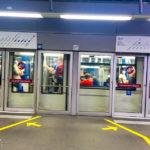 Schiefer Bahnsteig in der Metro-Station Lausanne-Gare