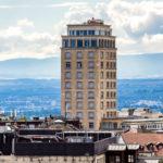 Blick auf den Wolkenkratzer Bel-Air von der Aussichtsterrasse vor der Kathedrale