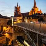 Blick von der Bessières-Brücke auf die Kathedrale Notre-Dame in Lausanne