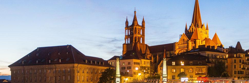Beleuchtete Kathedrale Notre Dame in Lausanne