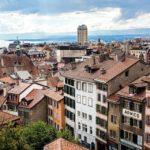 Blick auf Lausanne von der Aussichtsterrasse vor der Kathedrale
