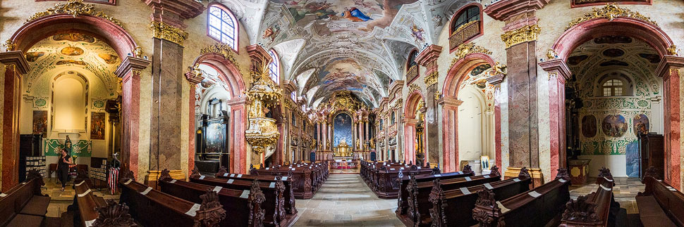 Innenpanorama der Jesuitenkirche in Györ