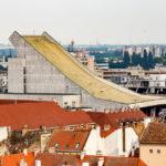 Blick vom Aussichtsturm Püspökvár auf das Nationaltheater von Györ