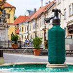 Brunnen Szódásszifon in Form einer Sodaflasche (Jedlik szódavíz szobor)