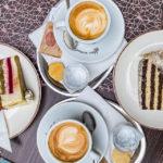 Torten und Kaffee im Wiener Kaffeehaus Bécsi Kávéház és Cukrászda in Györ