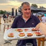 Gastfreundschaft mit kostenlosen Broten während des Fröccs-Festivals