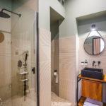 Bad im Doppelzimmer im Hotel Nest – Urban Rooms in Györ