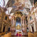 Innenansicht der Jesuitenkirche bzw. Ignatiuskirche in Györ