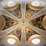 Deckengewölbe in der Karmeliterkirche in Györ