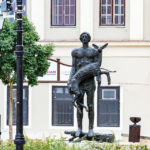 Die Statue Nimród-szobor erinnert an die Flutkatastrophe 1954 im Dorf Ásványráró